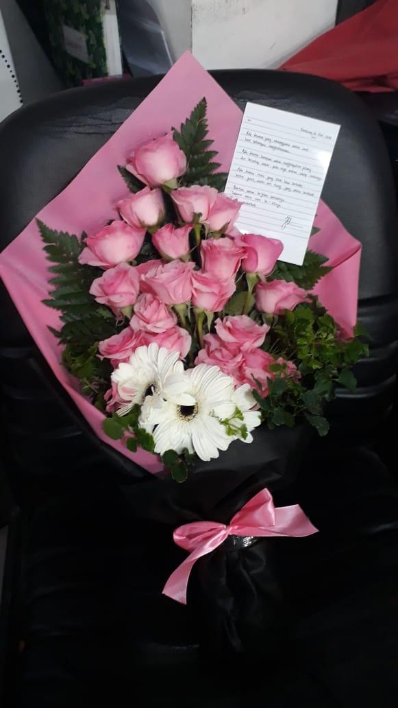 harga bunga tangan di surabaya